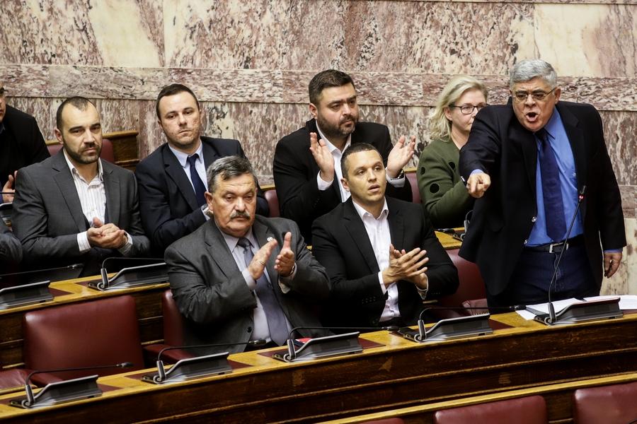 Χρυσή Αυγή Βουλή έδρανα