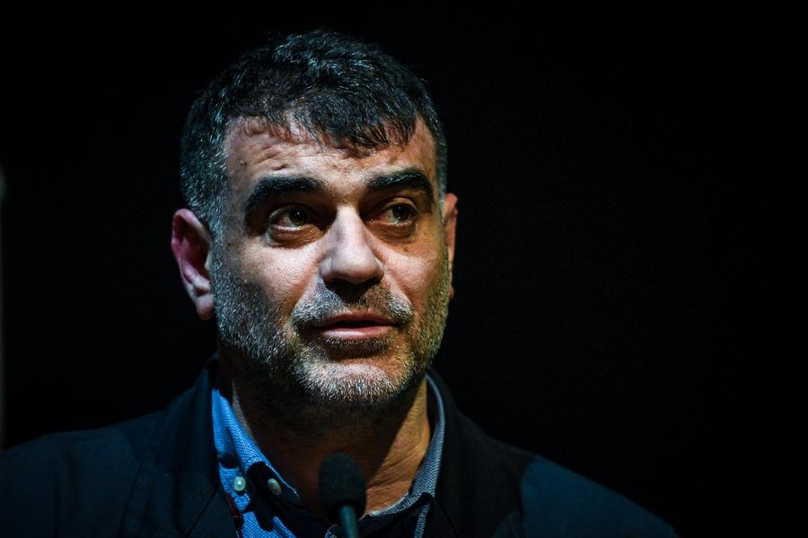 Η περιπέτεια του Κώστα Βαξεβάνη με τον κορονοϊό: Ένας μελλοθάνατος σε διαρκή αγωνία